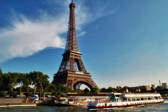 你知道吗?巴黎铁塔上有个秘密公寓