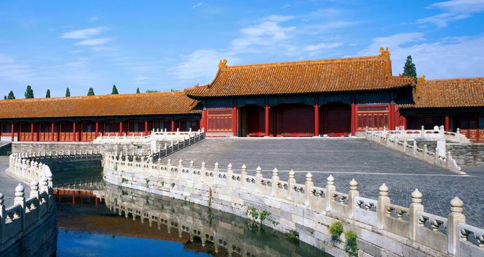 慈宁宫所在区域是故宫的外西路,当年的太后宫区。慈宁宫是明朝嘉靖皇帝为其母蒋太后所建。历时两年建成,可