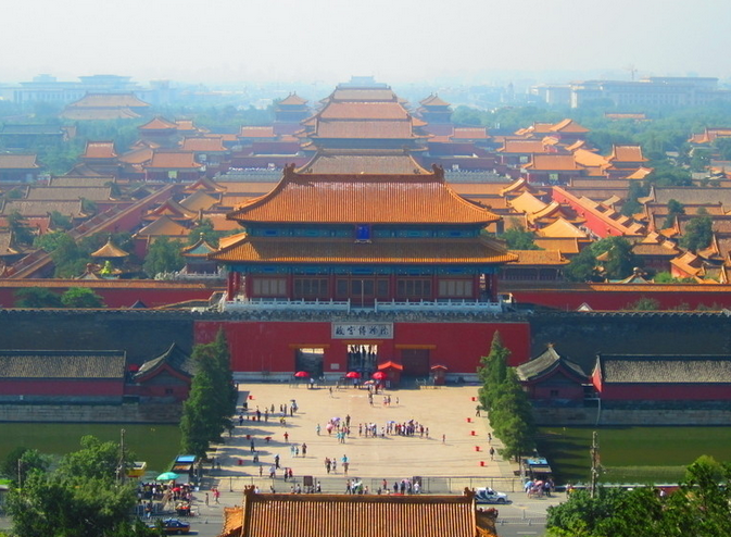 """故宫设计建造严格遵循""""前朝、后市、左祖、右社""""法则。所谓前朝,是指宫殿的前面是百官议政的朝堂;后市,"""