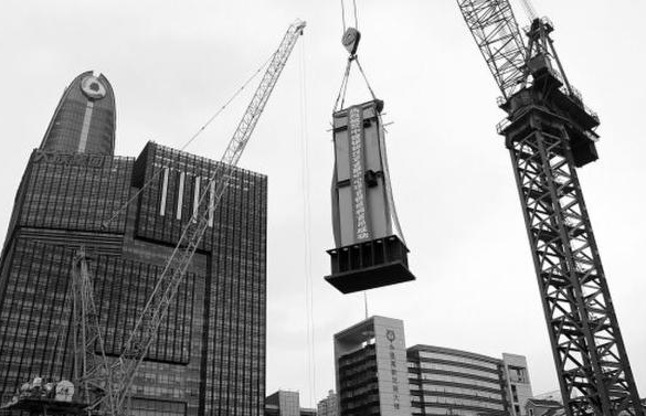 全国最高纯钢结构建筑深圳开吊