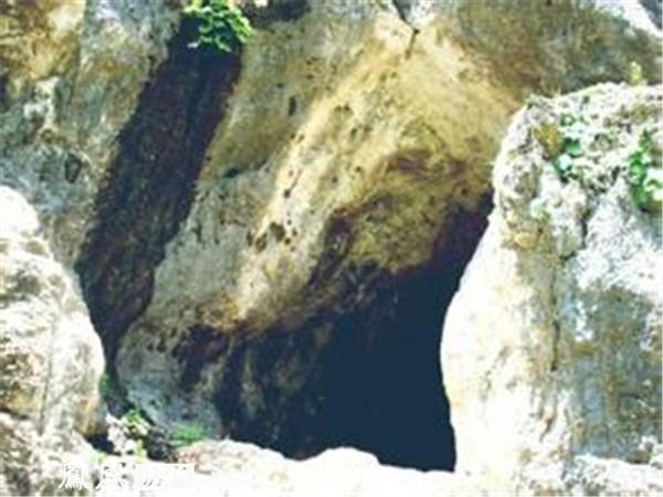 奇闻!将山洞当做房子居住了近半个世纪