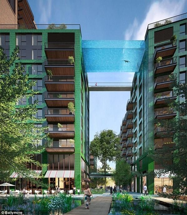 据悉,该游泳池通体透明,总长25米,宽5米,深3米,水深1.2米。