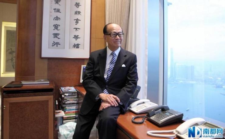 """""""超人""""、首富、""""香港梦""""的最佳代表……重重光环的包裹之下,这位85岁的传奇老人曾给华人世界带来了太"""