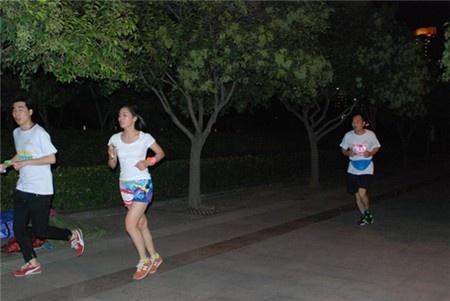 9月13日郑州万达中心荧光夜跑活动圆满落幕 -