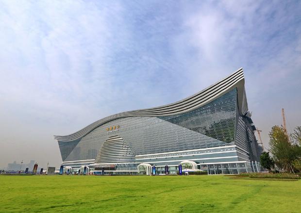 新世纪环球中心应该说是目前成都最具代表性的地标