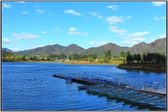 位于北京市东北郊风景秀丽的怀柔区,国家aaaa级红螺寺旅游自然风景区