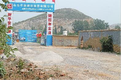 料堆裸露扬尘严重 济南平安建设集团名庄村工地遭投诉