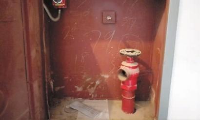 消防栓箱内空荡荡 业主心难安