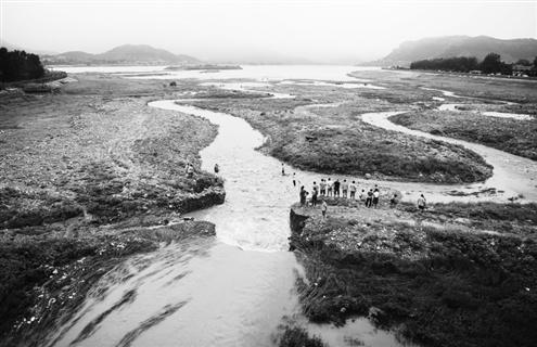 济南南部山区的卧虎山水库和锦绣川水库是济南市的主要水源地,为保护
