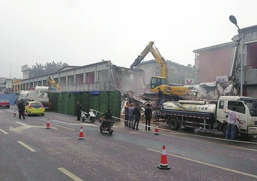济南:长假首日拆违拆临不停歇 多处违建被拿下