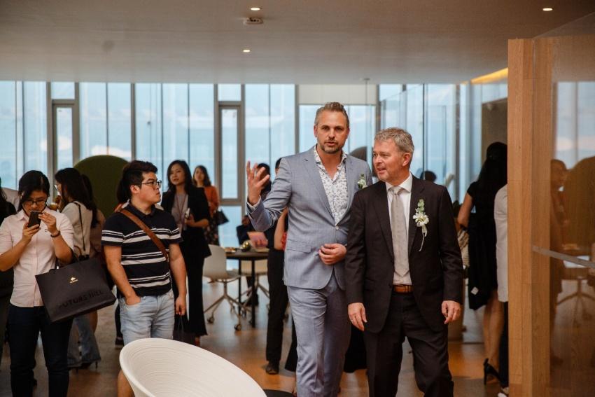 知名国际建筑设计师mark与总领事先生一道参观示范区