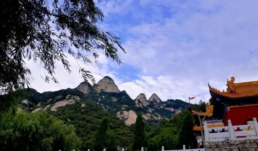 青天河风景名胜区位于河南省焦作市博爱县,距博爱县西北37公里,景区